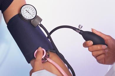 به منظور جلوگیری از سکته قلبی ، حواستان به فشارخونتان باشد .