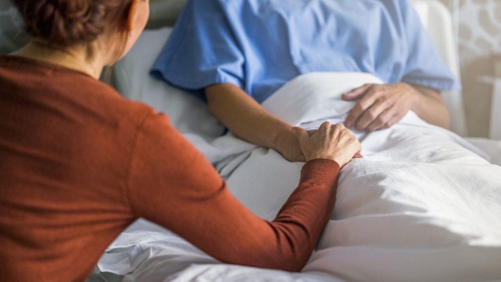 پس از آنژیوگرافی بیمار لازم است چه مدت در بیمارستان بستری باشد؟